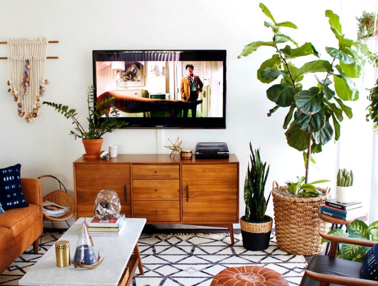 Contemporary Living Rooms With Wooden Sideboards | Today our blog presents you with some incredible designs. #interiordesign #homedecor #sideboards #woodensideboards